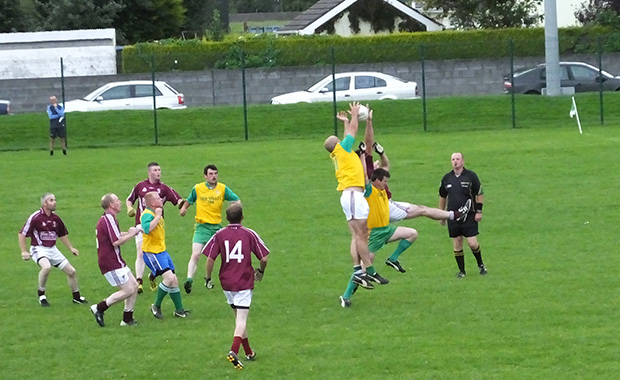 Ger O'Keeffe breaks the high ball down to James Whelan